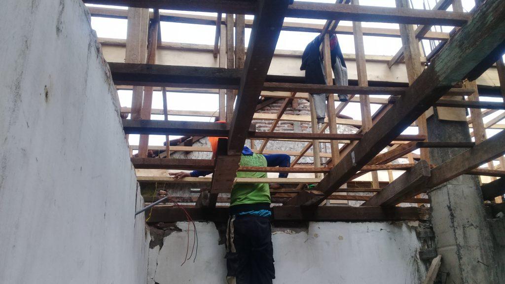 Kontrak Rumah Surabaya Pembuatan Dak lantai 1